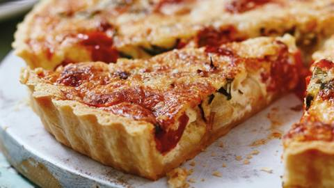 Roasted tomato and cheese quiche