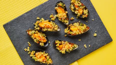 Baked mussels with golden breadcrumbs