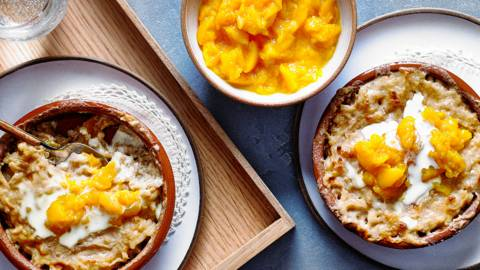Rice pudding with peaches