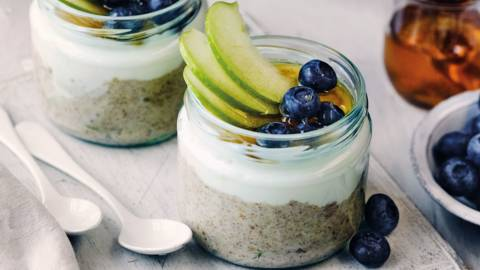 Flakes fruit and fibre breakfast pots