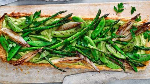 Asparagus and butterbean tart