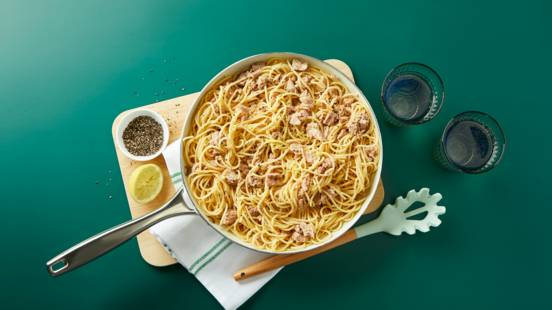 Spaghetti with tuna, lemon and garlic