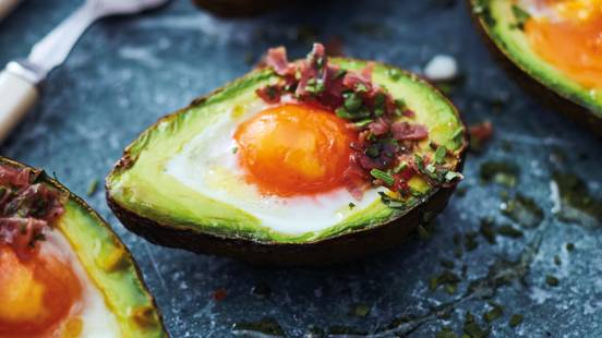 Baked avocados with egg