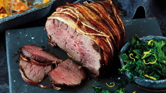 Roast beef with honey mustard butter and crispy bacon with pan-fried zesty kale