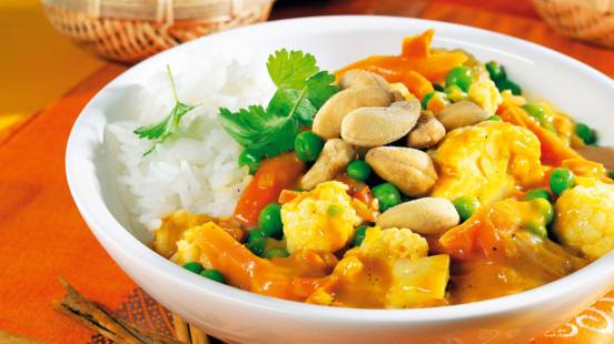 Vegetable curry with pea and cauliflower