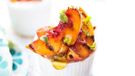 Caramelised peaches with honey, thyme & yoghurt