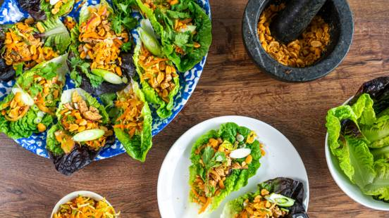 Spicy turkey lettuce cups