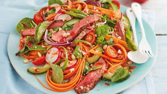 Sour and crunchy beef salad