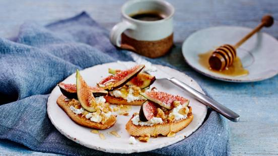 Fig, honey and goat's cheese