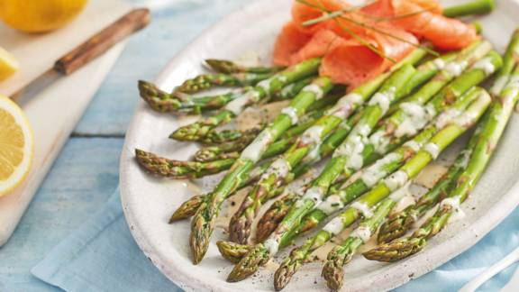 Asparagus with rapeseed hollandaise