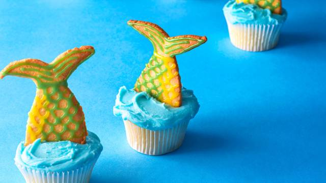 Mermaid tail biscuits
